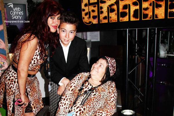 Alan Badaoui-Couble, en compagnie de Pascaline Benito et Esméralda Petit-Benito, les célèbres femmes panthères - Festival de Cannes 2014 - Photo © Anik Couble