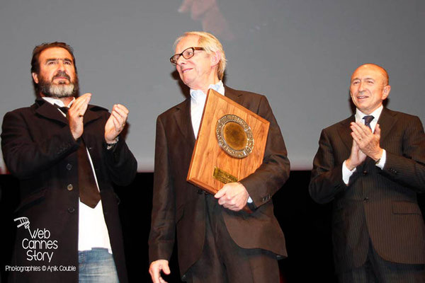 Gérard COLLOMB, Ken LOACH et Eric CANTONA - Lyon - Festival Lumière 2012 - Photo © Anik COUBLE