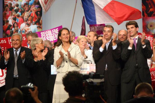 Ségolène Royal, entourée de Dominique Strauss-Kahn, Jean-Jack Queyranne, Arnaud Montebourg et des élus socialistes -  Lyon - 2007 - Photo © Anik Couble