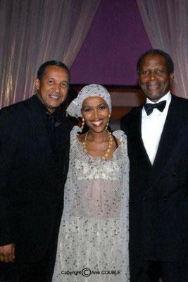 Abderrahmane Sissako, son épouse Maggie et Sydney Poitier 2006 / Photo : Anik Couble