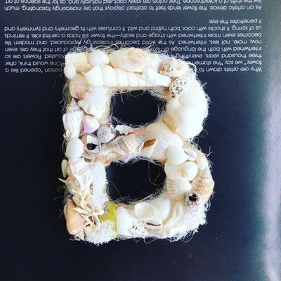 8月 東京 表参道1dayレッスン お好みのアルファベットで作る『貝がらのイニシャルリース』作り