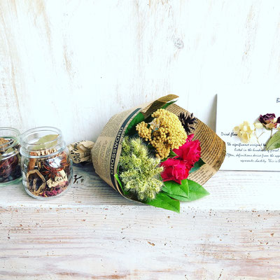 11月ワークショップ「ミニ植物標本」「香りのドライフラワービンづめ」「ミニブーケ」