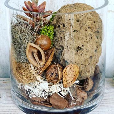 8月1dayレッスン『多肉植物×溶岩石 テラリウム』作り