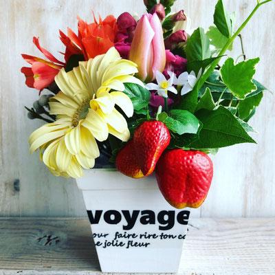 2018年3月 東京 表参道1dayレッスン 『イチゴを使った春のフラワーアレンジメント』作り