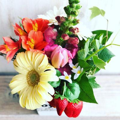 2018年3月 長野 飯田1dayレッスン 『イチゴを使った春のフラワーアレンジメント』作り