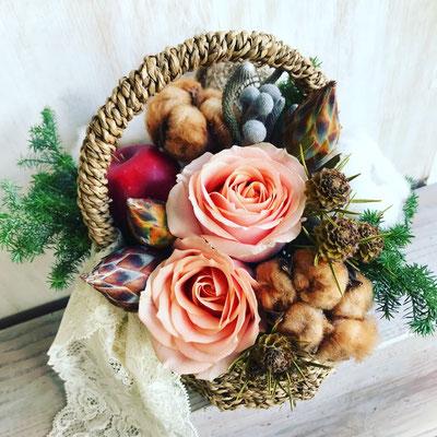 12月 東京 表参道1dayレッスン『クリスマスバスケットアレンジ(生花)』作り