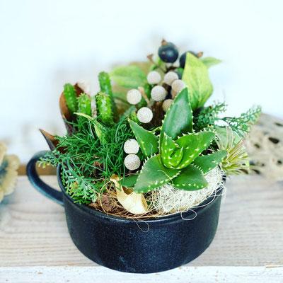 9月オンライン1dayレッスン『多肉植物のテラリウム』作り