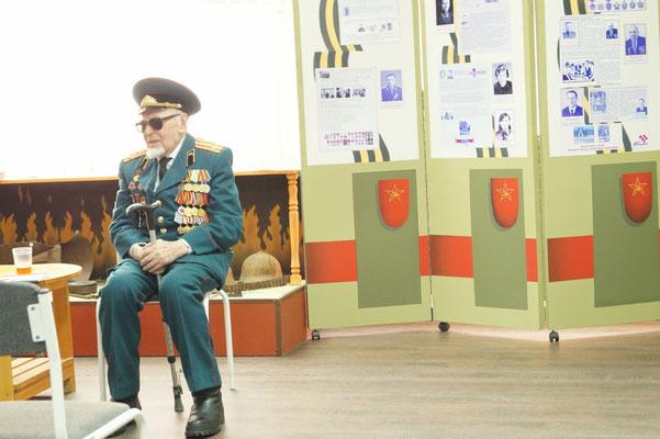 В школьном музее встреча с ветераном ВОВ Плотниковым П.П.