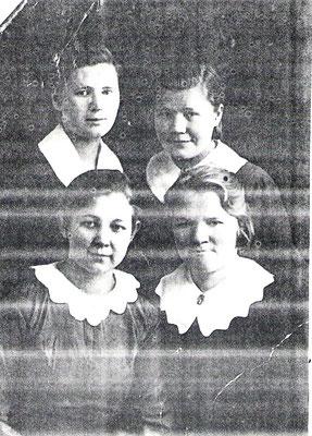 1938 г. Петрозаводск О.Е. Филиппова (сидит слева)