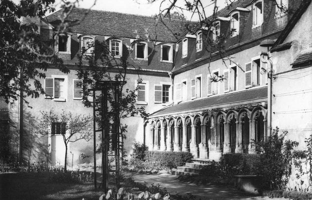 École Saint-Dominique de Bourges | Le cloître (1960)