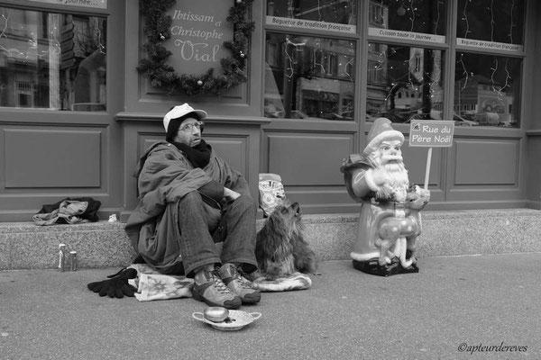 Le Père Noël est ??? c'est ce que le chien pense