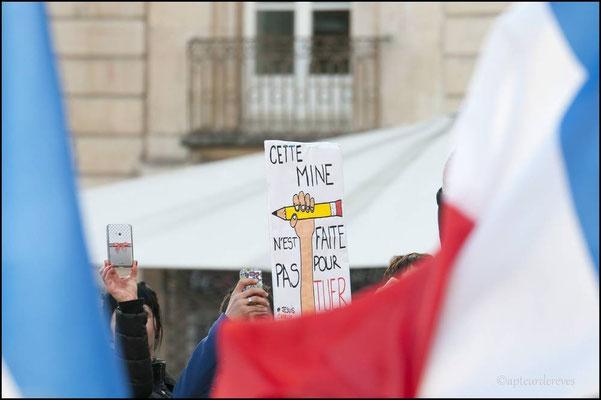 Les drapeaux enveloppent la liberté d'expression