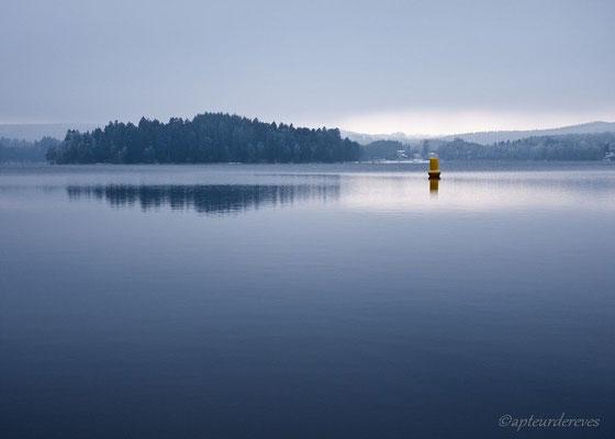 Le rayon sur la bouée Lac des Settons