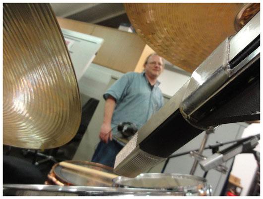 Tag 1: Aufbau Schlagzeug und Keyboards_Mikrofonierung des Schlagzeugs