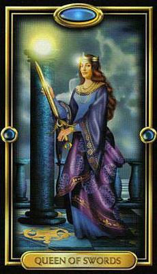 Reine d'Épées - The Gilded Tarot