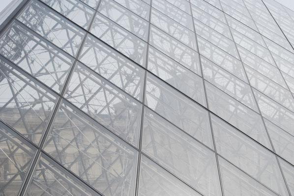 Paris_Louvre_Pyramide_2