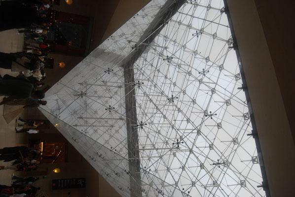 Paris_Louvre_Pyramide_3