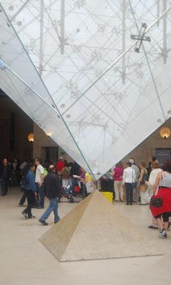 Paris_Louvre_Pyramide_4