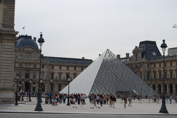 Paris_Louvre_Pyramide_1