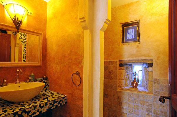 La salle d'eau de la chambre Mille et Une Nuits