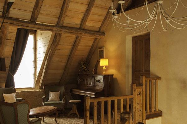 Le coin piano des chambres d'hôtes la Lysiane