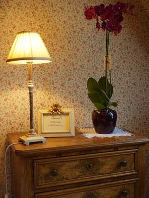 Calme et confort sont à l'honneur dans cette chambre Romantique