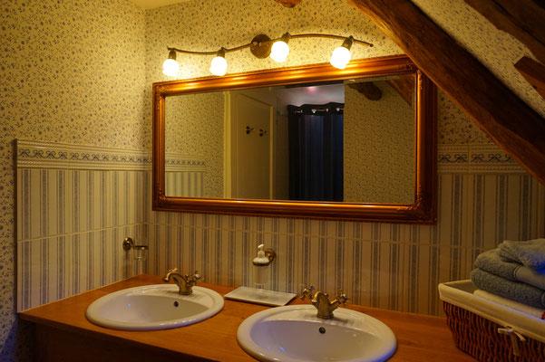 La salle d'eau de la chambre Rustique