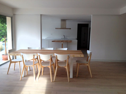 ARTMETA / Table Aubier 220 x 90 cm / Frêne olivier + Blanc Fine texture