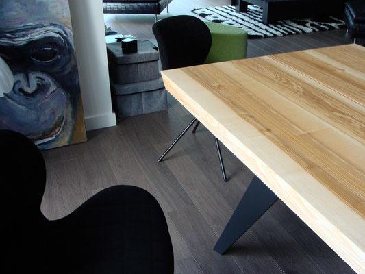Table ARTMETA en frêne olivier massif et aluminium pleine masse
