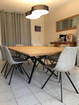 ARTMETA / Table Papillon 160 x 130 cm / Chêne naturel +Charbon noir