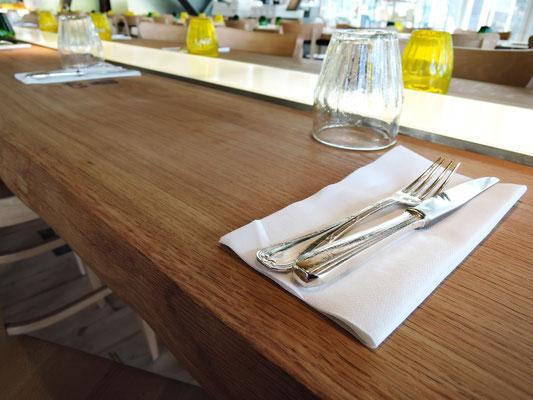 Tables ARTMETA en chêne massif français huilé pour le restaurant ZA à Paris