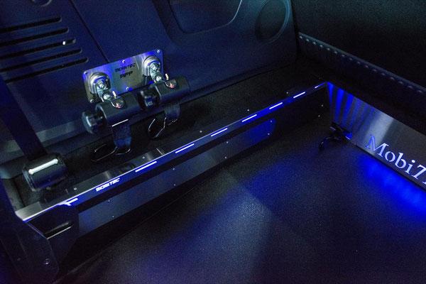 Absenkfahrzeug Renault Cangoo inkl. Beleuchtung