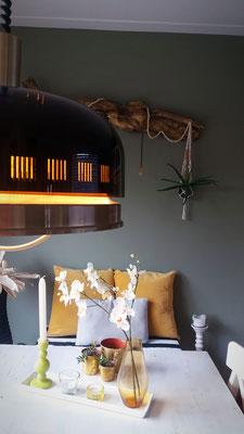 retro, retrodesign, retrointerieur, hanglamp, groene muurverf, trends, okergeel, solis zonwering, soliszon, DIY