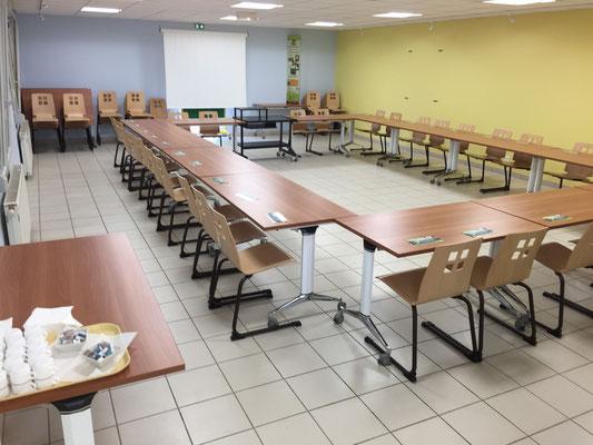 Installation réunion de travail pour 30 personnes avec accueil petit déjeuner
