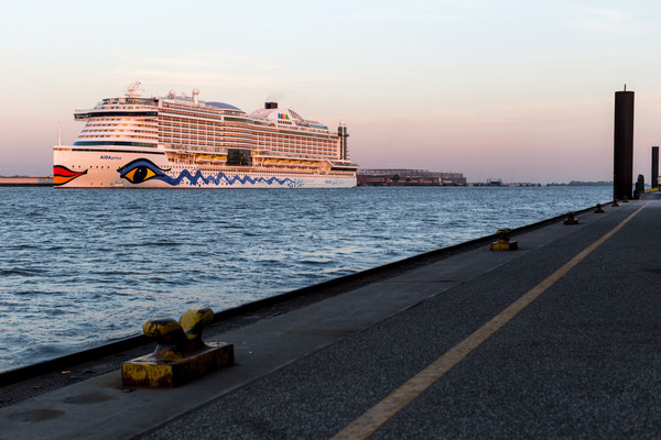 Giving a farewell to the Aida Prima during sunrise