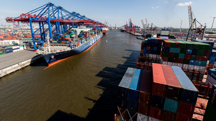 View from container ship in Waltershofer Hafen