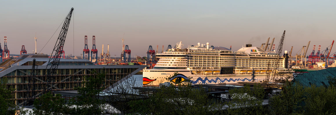 The Aida Prima at the Docklands from the Altonaer Balkon