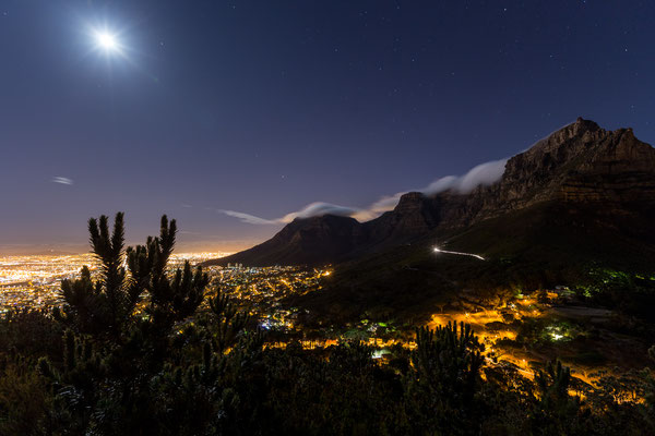 Table Mountain in Capetown at night