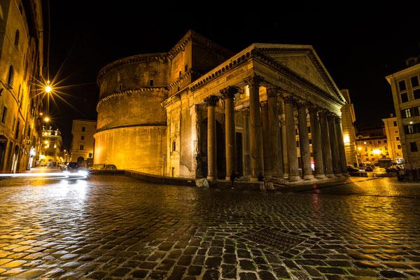 Pantheon in Rome at night