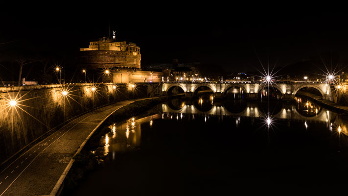 Viewpoint towards Castle Sant'Angelo from Ponte Vittorio Emanuele II