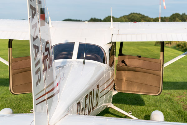 Cessna at Uetersen landing strip