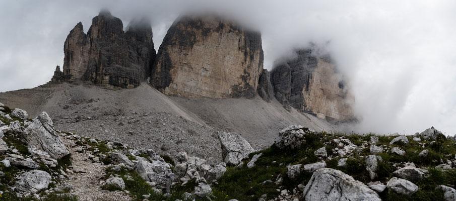 Tre Cime di Lavaredo in fog, Southern Italy, Italia