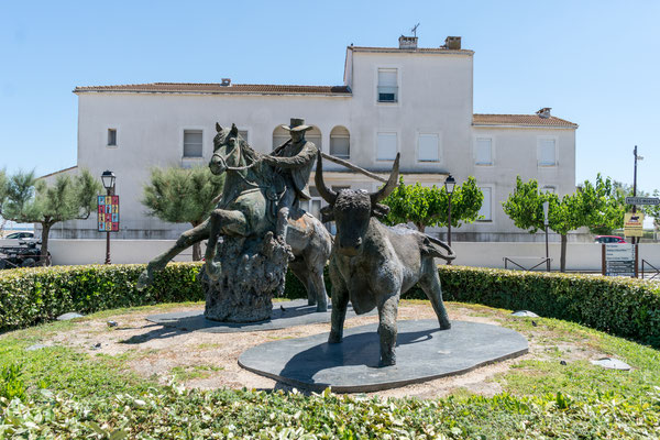 One of the statues honoring bulls, horses and the Camargue cowboys