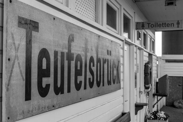 The Teufelsbrück station is where the headquarters of the Elbe pilots is.