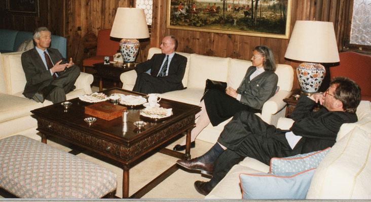 09. März 1989, Besuch von Edzard Reuter, Vorstandsvorsitzender der Daimler-Benz AG, beim Liechtensteiner Presseclub, Foto: Eddy Risch, Schaan