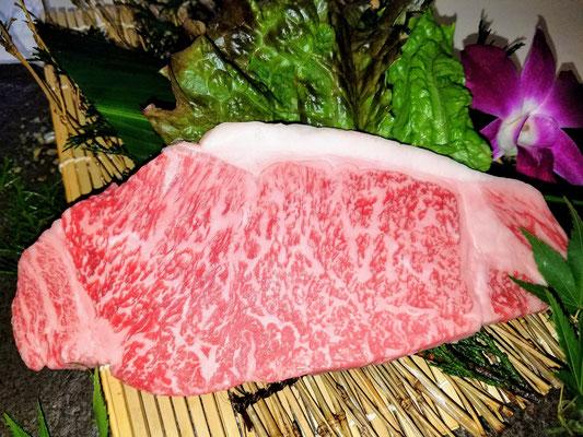 言わずと知れた牛肉の王様。120gでお値打ち価格でのご提供です。