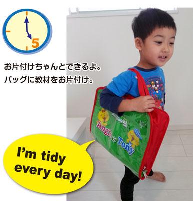 「バッグ」はA4サイズで内ポケットが2つ。 パペットや教材などをすっきり収めることができます。