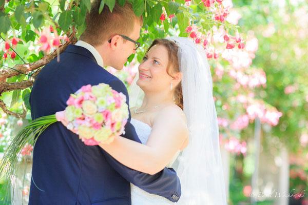 Brautpaar mit Blümen
