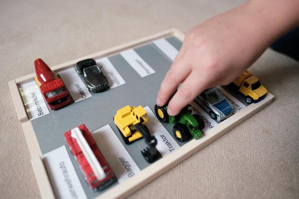 Schreib- und Leseübung mit Fahrzeugen