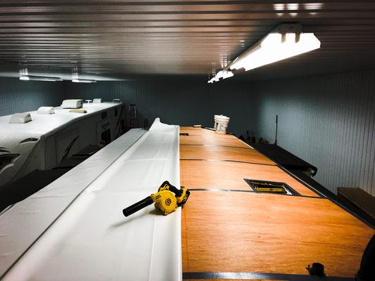 Installation de membrane de toit de vr sans entretien